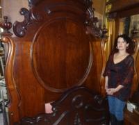 94-antique-carved-bed