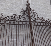 02-b-antique-iron-gate-2-sets